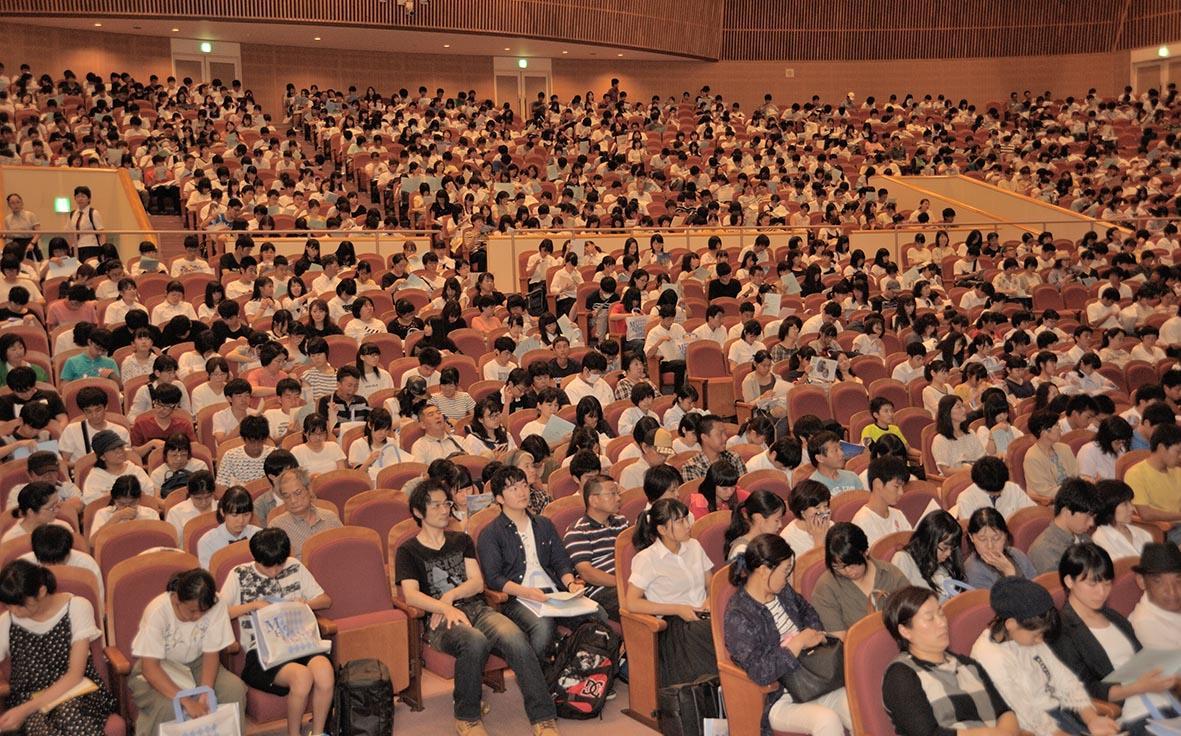 講堂の全体写真