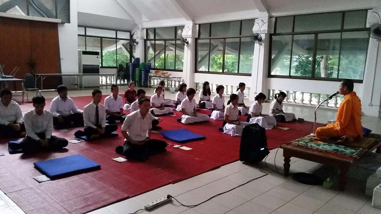 留学先タイの仏教クラブ